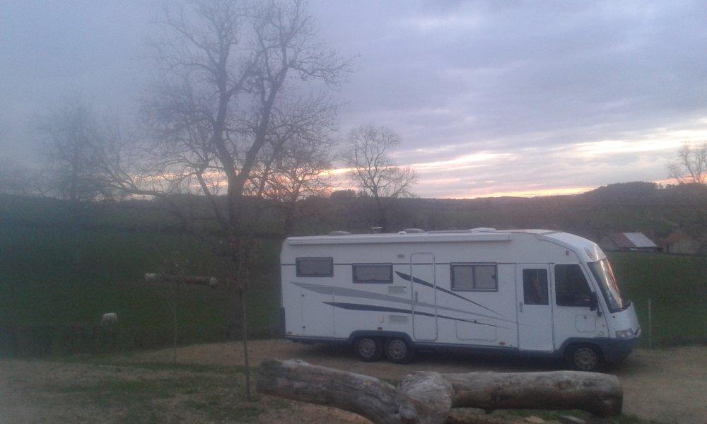 Aire camping-car à Saint-Pierre-Laval (42620) - Photo 1